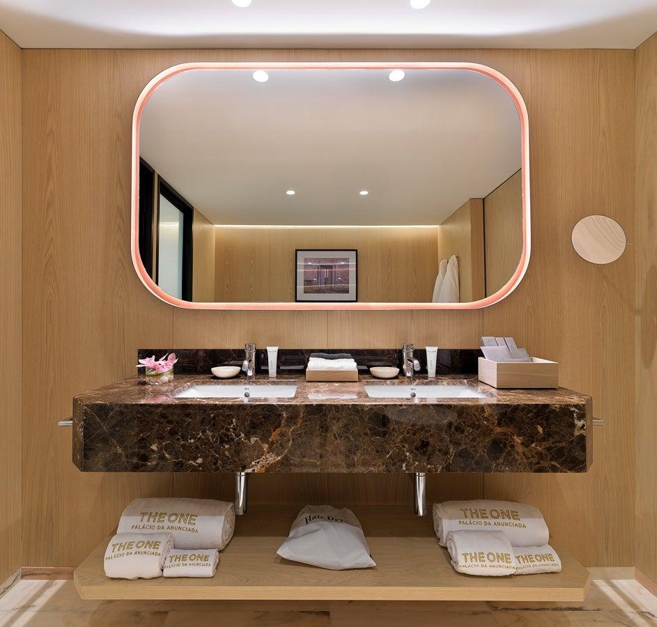 chambres deluxe the one pal cio da anunciada h tel 5. Black Bedroom Furniture Sets. Home Design Ideas